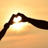 Απλές πράξεις αγάπης που μπορούν να διατηρήσουν δυνατή τη σχέση σας
