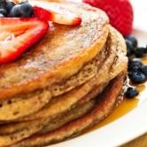 Ετοιμάστε το τέλειο, υγιεινό πρωινό με pancakes ολικής αλέσεως
