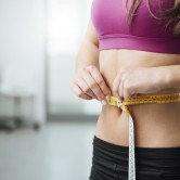 Ούτε γυμναστική, ούτε δίαιτα: Δείτε μερικά έξυπνα tips για να αποκτήσετε επίπεδη κοιλιά