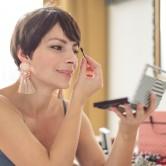 Οι 5 κυρίαρχες τάσεις της μόδας για να είσαι λαμπερή σε γιορτινές εκδηλώσεις