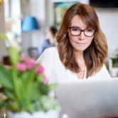Εργάζεσαι από το σπίτι; Συμβουλές για να είσαι πιο παραγωγική (και να μην τρελαθείς)
