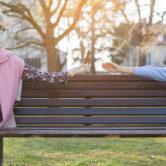 Πώς να δείχνουμε τα αισθήματά μας χωρίς να αγγιζόμαστε: μια νέα σχέση με τα εγγόνια μας