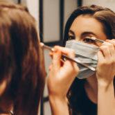 Καλές συμβουλές για να παραμένεις μακιγιαρισμένη (και όμορφη) ακόμα και με τη μάσκα